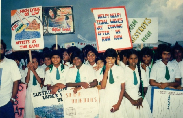 maldivian-school-children-worried-about-sea-level-rise-nov-1989.jpg