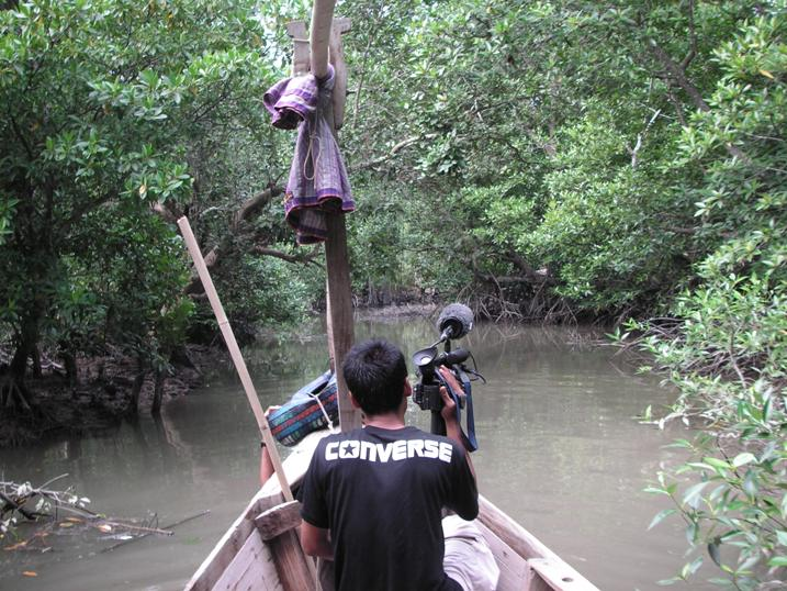 Filming the Greenbelt Reports TV series in Indonesia, mid 2006