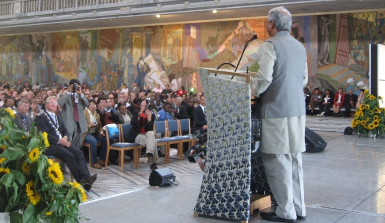 Muhammad Yunus speaking at Oslo City Hall on 4 Sep 2008