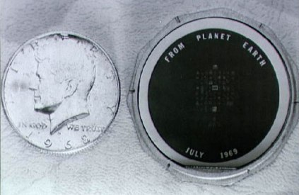 The silicon disc (right) next to a US 50 cents coin for comparison of size