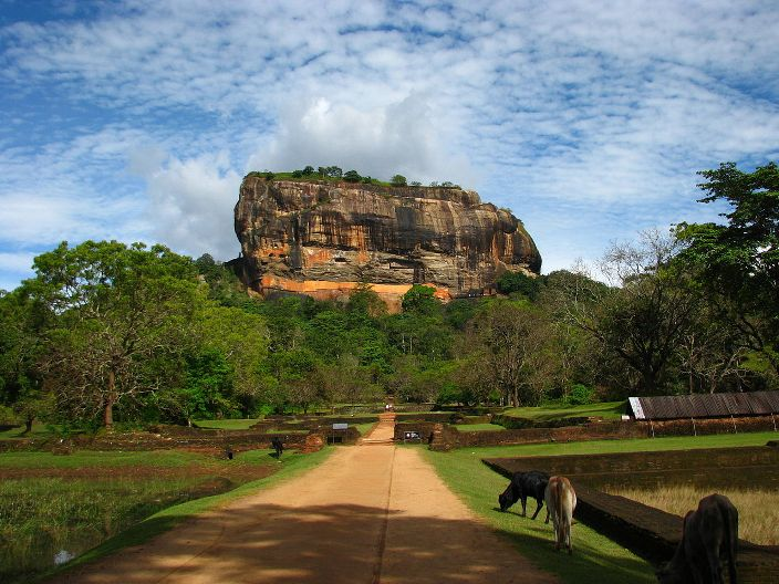 Sigiriya photo from Wikimedia Commons