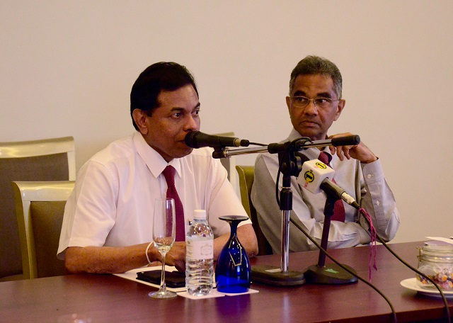 L to R - Dr Palitha Mahipala, Director General of Health Services, and Dr Jacob Kumaresan, WHO Representative to Sri lanka [WHO Photo]